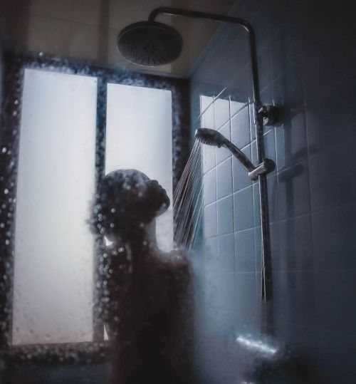 A picture of the best creepypasta Shower Princess.
